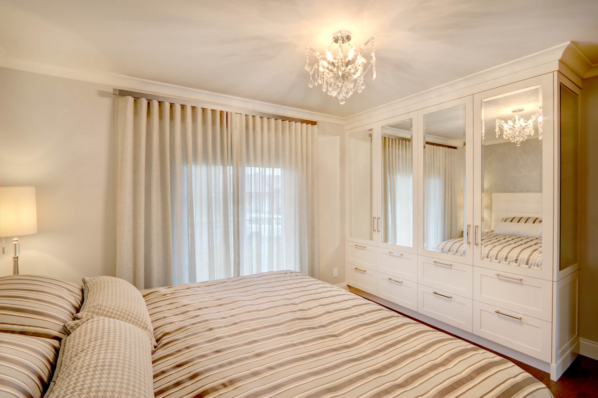 Mobilier chambre coucher christian marcoux for Mobilier chambre a coucher blanc